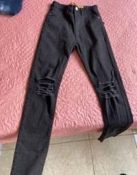 Calça jeans preto rasgada NOVA