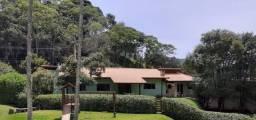 Casa linear em condomínio no bairro do Cônego