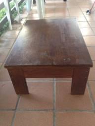 Mesa de centro toda de madeira