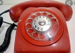 Telefone analógico antigo.