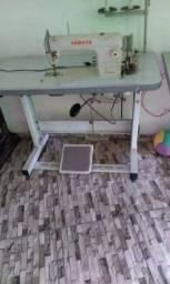Duas máquinas de costura