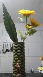 Vaso com arranjo artificial
