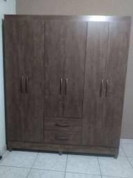 Guarda Roupa com 2 gavetas e 3 portas em madeira