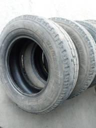 Kit com 4 pneus Bridgestone Duravis 205 70-15 ótimo estado