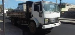 Caminhão toco carroceria