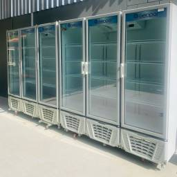 Geladeira expositora visa cooler  3 portas funcionando impecável 220 volts