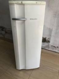 Vendo geladeira Eletrolux 110w