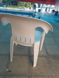 Cadeira de plástico usada