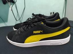 Tênis Puma Smash V2 Preto e Amarelo<br><br><br>