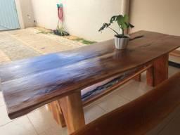 Vende se mesas e bancos de madeira