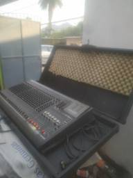 Mesa de som Yamaha GF24/12