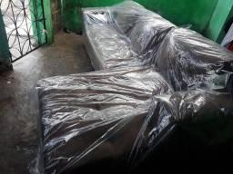 Sofa cheese de almofadas novas por 650,00 já com a entrega