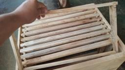 Vendo caixas padrão longstroth completas cachilios  já com arame passando