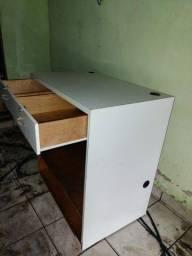 2 Balcões de madeira
