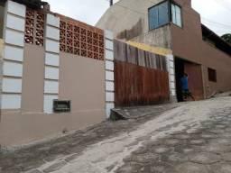 .CÓD 181 Ótima casa colonial com 2 quartos no condomínio Cisne Branco