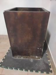 Vende-se  vaso de planta, de concreto