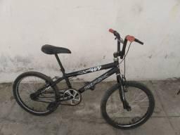 Bicicleta Cross bem conservada