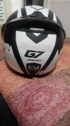 capacete em estado de novo