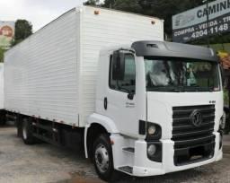 Vende-se caminhão baú
