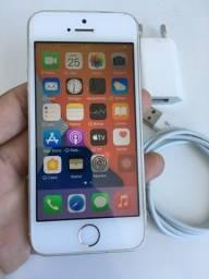iPhone SE 32gb prata (mesma configuração do 6s com aparência do 5s)
