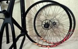 Quadro carbono, susp , mesa e guidão - pintura nova black in black + par de rodas 29er