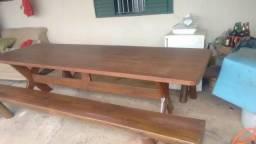 Mesa e 2 bancos