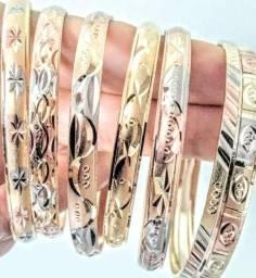 Promoção de braceletes folheados a ouro