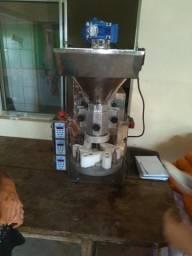Máquina indiana de salgados faz 7.000 salgados por hora mas misturela mas freezer