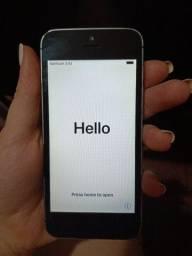 Iphone 5s tudo em perfeito estado, com iclond limpo . Acompanha carregador 400,00