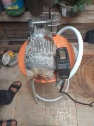 Bomba de puxar água funcionando