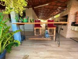 Aparador semi novo em madeira e aço
