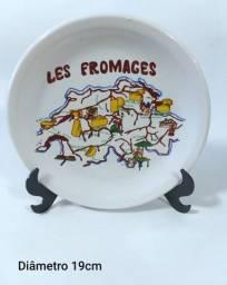 Antigo Prato Decorativo Em Cerâmica Relicare Regiões Da Francesa