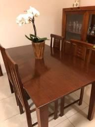 Conjunto de mesa e 4 cadeiras em madeira