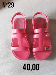 Vende-se calçados p/ criança(femenino)