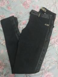 Calças jeans feminina  Blusas Vestidos e macacão adulto semi nova