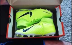 Chuteira de Campo - Nike Phantom