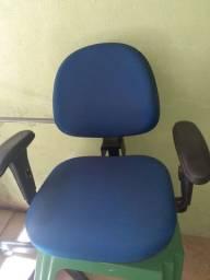 Cadeira de escritório bem confortável pra concerto