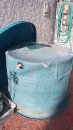 Caixa d'agua de fibra de 1000 ltrs. com tampa de cx. de 2000 ltrs.