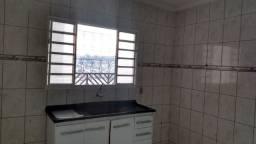 Casa de 04 cômodos no Jardim Itália em Várzea Paulista