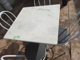 Mesa quadrada 4 lugares, perfeita, marmore.