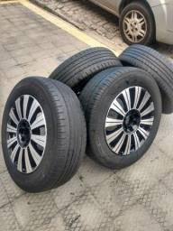 Vendo jogo de roda aro 15 universal com pneus bons (185.65)