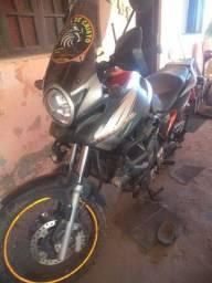 Vendo moto Transalp 700 ano 2014 a última lançada no Brasil valor 30000