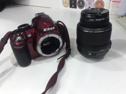 Câmera digital Nikon D3100 vermelha
