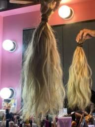 Mega hair loiro humano faz uma cabeça