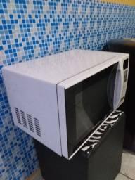 Vendo esse microondas 150,00 semi novo em perfeitas condições