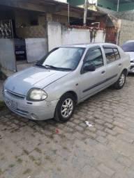 Clio Sedan 2001 em bom estado oportunidade