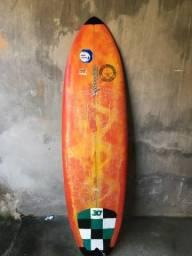 Vendo prancha se surf tamanho 5.7 barato pra sair logo motivo comprei outra
