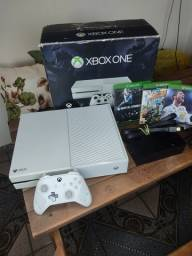 Xbox one 500gb, controle Recon, + jogos top! Super conservado!