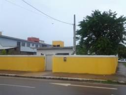 Casa solta em pau amarelo
