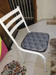Mesa com 4 cadeiras novas